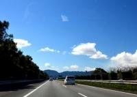 高速道路のサービスエリアとパーキングエリアの違いって?
