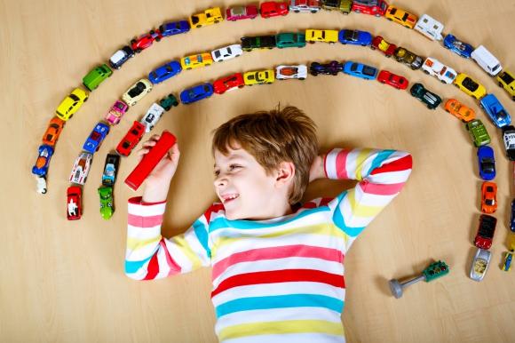 車の色で迷ってる?世界のクルマ人気色ベスト10と1番高く売れる色