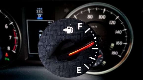 給油口どっちだっけ?運転席に座ったまま1秒でわかる方法とは