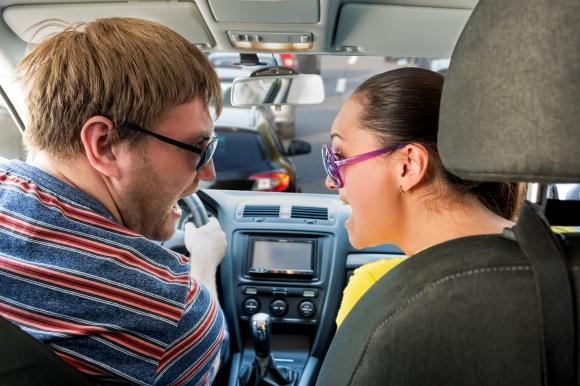 ドライブデートで必ず失敗する!?助手席での典型的なダメウーマン作法とは